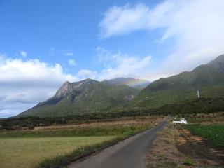 0125モッチョム岳と虹と車2096.jpg